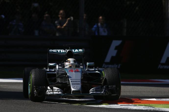 Lewis Hamilton em ação no terceiro treino livre para o GP da Itália (Foto: Getty Images)