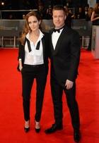 Angelina Jolie e Brad Pitt usam looks combinadinhos no BAFTA