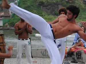'A capoeira faz parte da minha vida', revela Simas (Foto: Malhação / Tv Globo)
