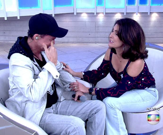 Netinho recebe o carinho de Fátima quando não segurou as lágrimas (Foto: TV Globo)