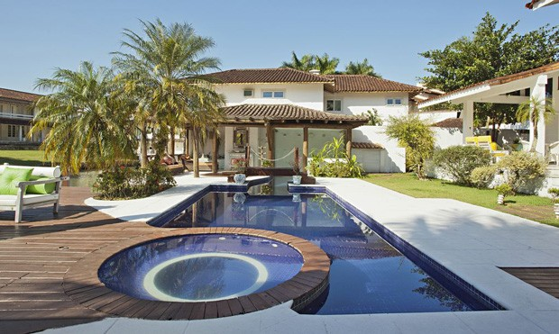 Casa em Angra dos Reis, com piscina privativa e home theather. A região também oferece diversas opções de passeios (Foto: Divulgação / Alugue Temporada)