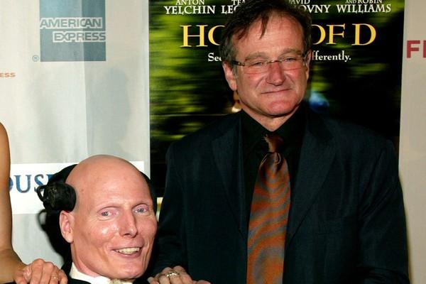 Robin Williams e Christopher Reeve se conheceram na faculdade e fizeram sucesso juntos. Depois do acidente, Williams cobriu os custos hospitalares que a família de Reeve não podia pagar e os dois continuaram grandes amigos até a morte de Reeves, em 2004 (Foto: Getty Images)
