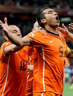 Giovanni van Bronckhorst comemoração Holanda contra Uruguai (Foto: Reuters)