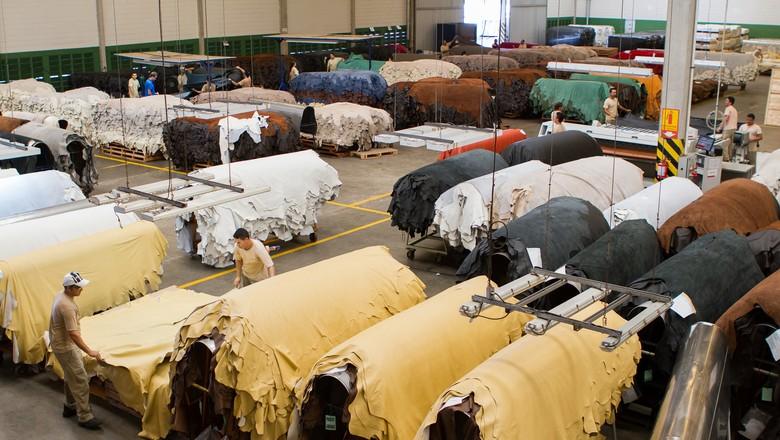 couro-boi-fabrica-curtume-brasil (Foto: Divulgação/CICB)