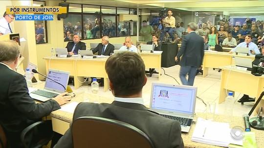 Câmara de Criciúma aprova projetos de lei da prefeitura sob protestos