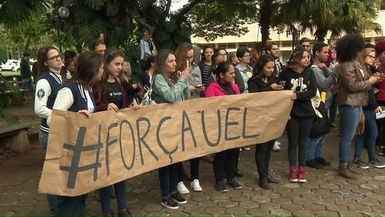 Alunos e professores da UEL fazem manifestação contra bloqueio de recursos pelo governo do estado