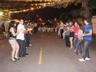 Quadrilha junina de vizinhos anima festa em bairro de Campina Grande
