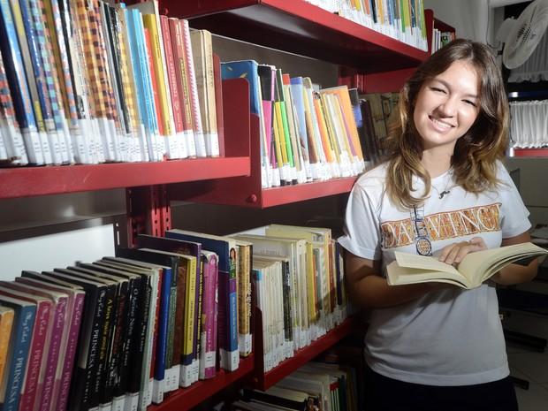 Camila Crivilin, 17 anos, escreveu carta ao passado para compositora. (Foto: Bernardo Coutinho/ A Gazeta)