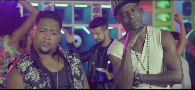MC Nego Bam e MC Nandinho no clipe de Malandramente (Foto: Reprodução/YouTube)