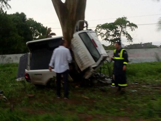 Veículo ficou destruído após o impacto (Foto: Divulgação/PRF)