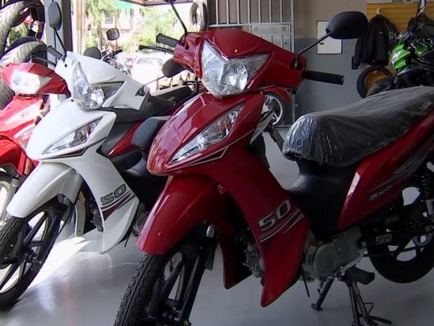 Preço para tirar habilitação de ciclomotores deve cair a partir de segunda-feira (6) detran goiás (Foto: Reprodução/TV Anhanguera)