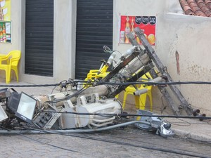 Comércio no local do acidente estava fechado (Foto: Artur Cezar Gigante/Arquivo Pessoal)