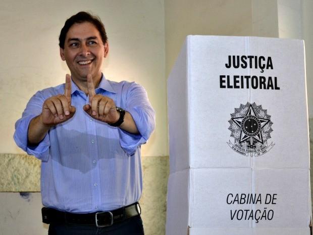 Alcides Bernal levou 10 segundos para votar (Foto: Hélder Rafael/G1 MS)
