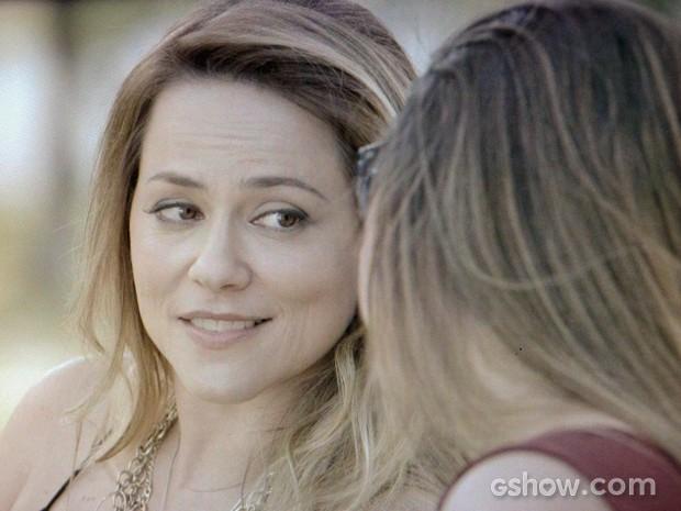 Shirley sonha com Leto e Luiza juntas (Foto: Em Família/TV Globo)