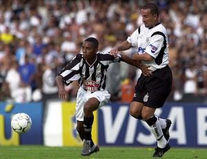Robinho Santos Rogério Corinthians 2002 (Foto: Ag. Estado)