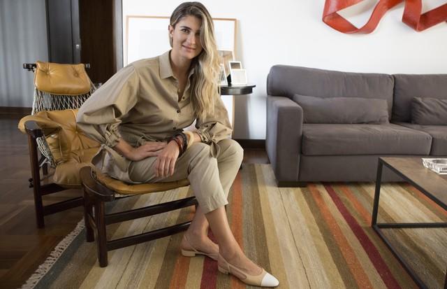 Dicas Bárbaras: Barbara Migliori fala sobre o retorno da calça clochard (Foto: Pablo Escajedo)