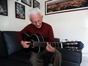 O músico caruaruense chegou a passar anos sem falar com Gonzaga e fizeram as pazes em 1964, três anos antes de compor Hora do Adeus (Foto: Joalline Nascimento/G1)