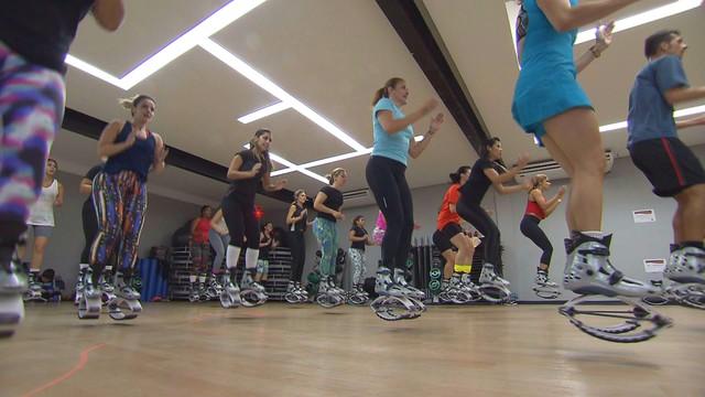 Kangoo Jump traz benefícios para o corpo e mente (Foto: Reprodução/TV Tribuna)