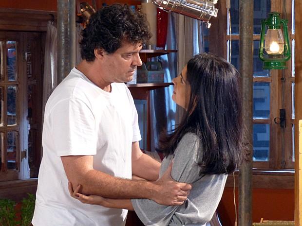 A pedido de Pedro (Rafael Vitti), Marcelo decide contar sobre sua traição a Delma na novela.