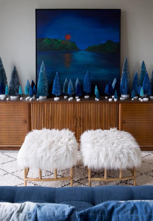 Décor do dia: floresta de pinheiros azuis para o Natal (Foto: reprodução)