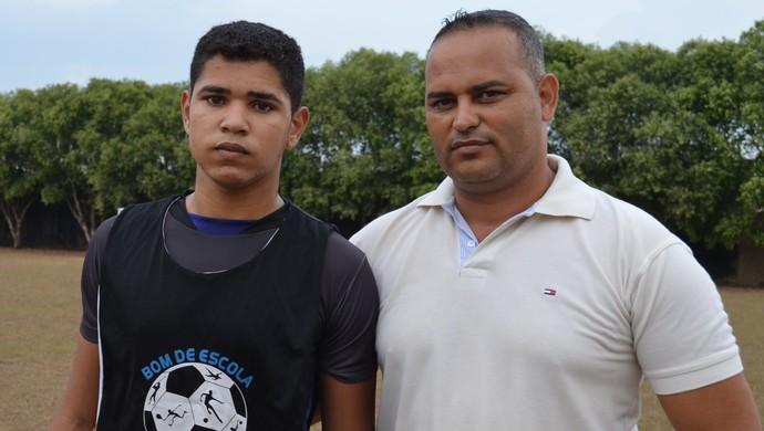 Eduardo e o pai Ednilson Biscola, de 44 anos (Foto: Franciele do Vale)
