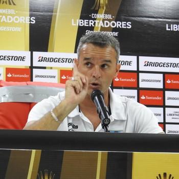 Pablo Lavallén técnico Atlético Tucuman (Foto: Lucas Loos / GloboEsporte.com)