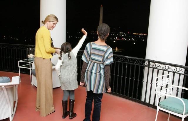 Primeira visita das irmãs Obama à Casa Branca (Foto: Reprodução)