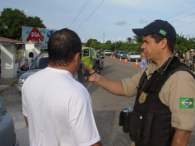 PRF pretende aplicar teste do bafômetro durante toda a operação Semana Santa (Foto: Arquivo/PRF)