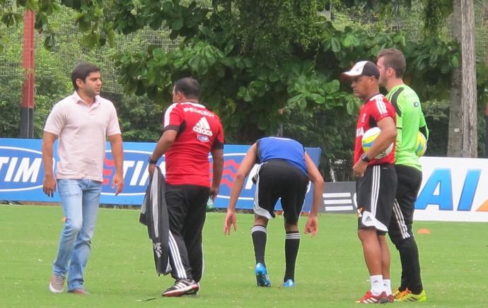 Hernane sofre pancada em treino (Foto: Thales Soares)