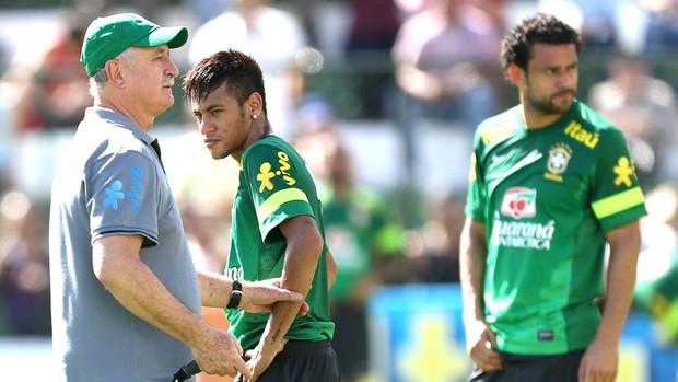 Neymar, Felipão e Fred, treino Seleção Brasileira (Foto: Agência EFE)