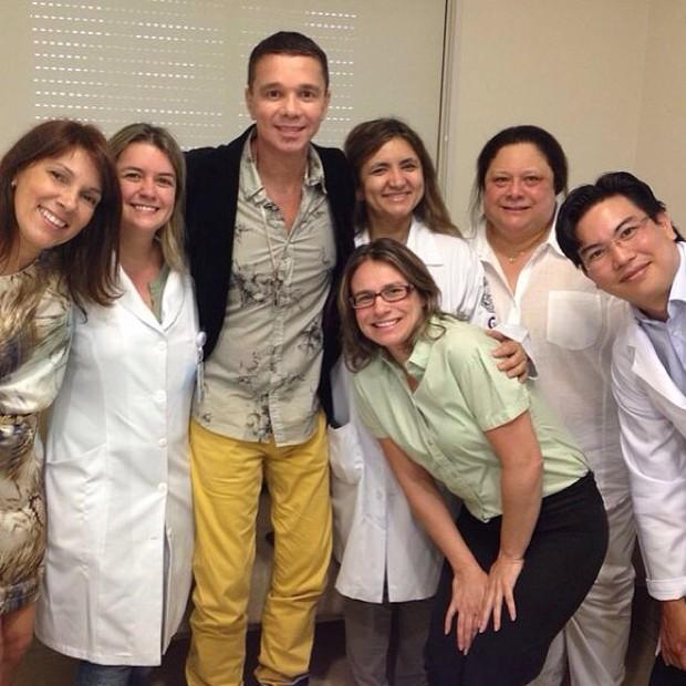 Netinho com a equipe do Sírio-Libanês (Foto: Reprodução/Instagram)