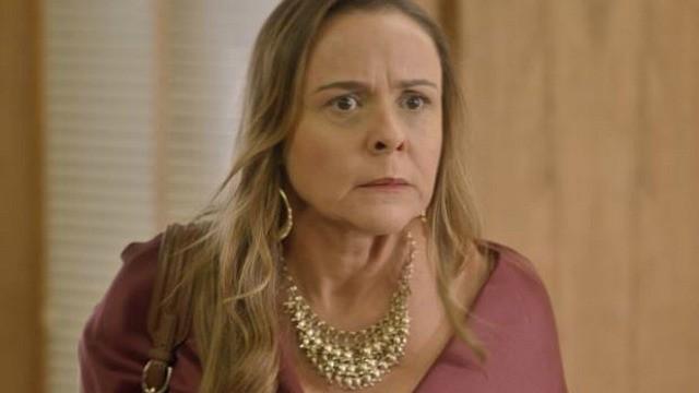 Reta final: Carlota se enfurece ao descobrir que conta na Suíça está zerada (Foto: TV Globo)