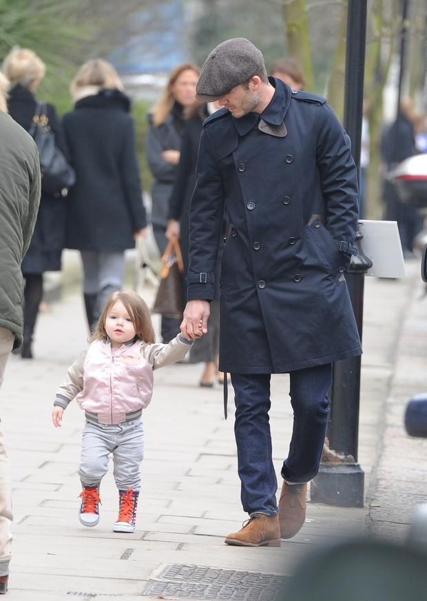 David Beckham com a filha, Seven Harper (Foto: Neil Warner / Splash News)
