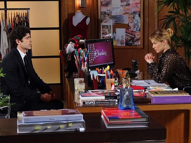 Nando fica todo nervoso diante de uma Juliana apaixonada (Foto: Guerra dos Sexos / TV Globo)