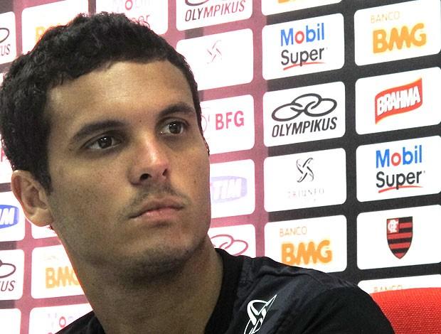 Ramon na entrevista do Flamengo (Foto: Janir Júnior / Globoesporte.com)