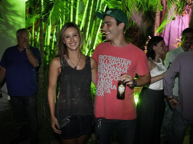 Cristiane Dias e Thiago Rodrigues em festa na Zona Oeste do Rio (Foto: Isac Luz/ EGO)