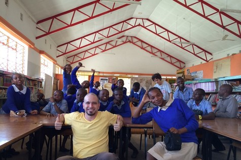 Caco Ciocler no Quênia (Foto: Arquivo pessoal)