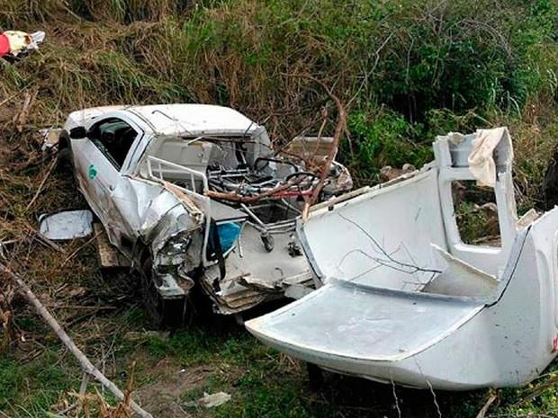 Acompanhantes morreram após ambulância cair em ribanceira  (Foto: Blogbraga/Repórter Edivaldo Braga)