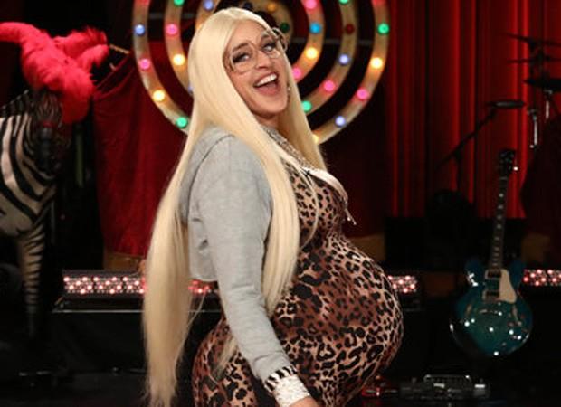Ellen DeGeneres se fantasia de Kim Kardashian grávida (Foto: Reprodução/Instagram)