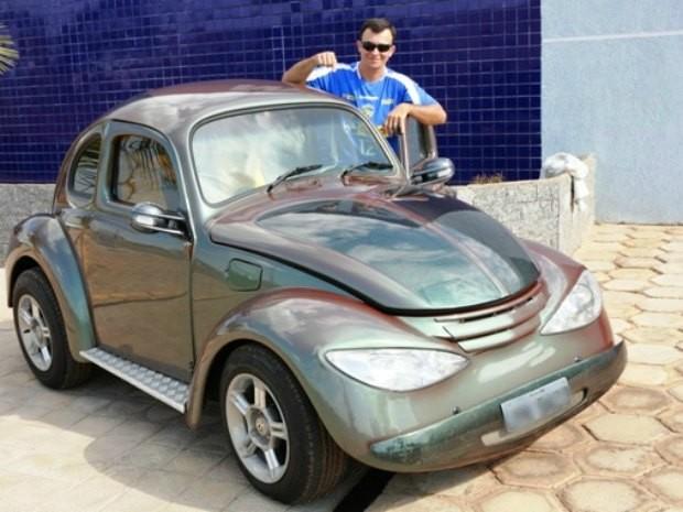 Vitor Hugo gosta de exibir o carrinho pelas ruas de Vilhena (Foto: Álbum pessoal/Divulgação)