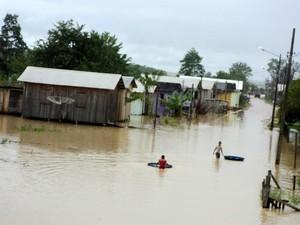 Cheia do Rio Tarauacá (Foto: Assessoria Corpo de Bombeiros)