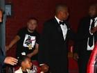 Jay-Z leva a filha, Blue Ivy, para prestigiar Beyoncé em prêmio