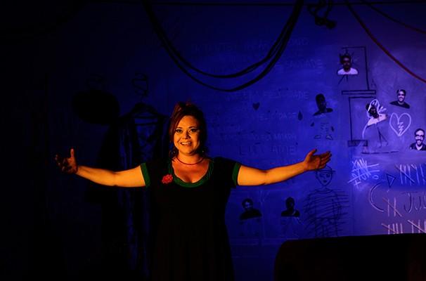 Renata Tobelem em cena de 'A Quantas Separações uma Mulher é Capaz de Sobreviver?'  (Foto: Divulgação)