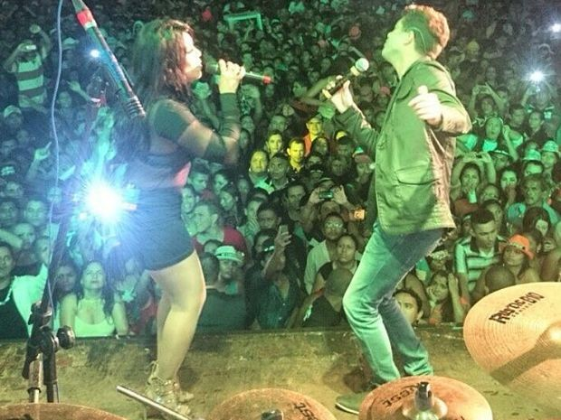 Adriano canta com Silvânia e recebe o carinho do público (Foto: Arquivo Pessoal)