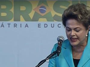 A presidente Dilma Rousseff discursa em Catanduva, SP (Foto: Reprodução)