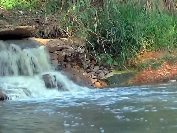 Campanha deve alertar moradores sobre a poluição no Rio Vermelho em Rondonópolis (MT) (Foto: Reprodução/TVCA)