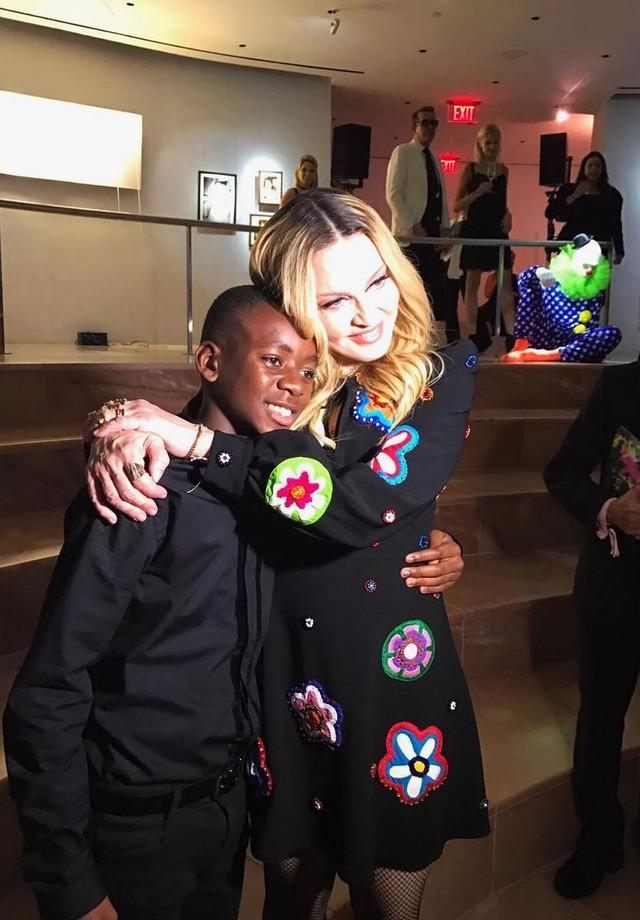 Madonna com o filho David Banda (Foto: Carol Melo/Vogue Brasil)