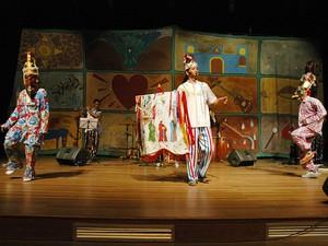 Inimar dos Reis apresenta um musical natalino por meio do espetáculo interativo (Foto: Divulgação/Sesc)