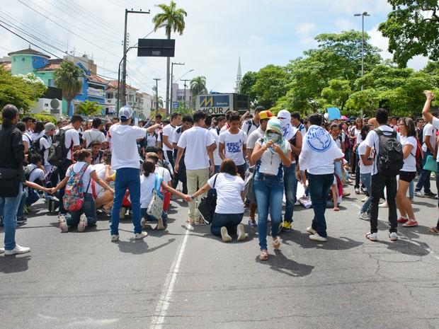 Estudantes caminharam pelo Centro de João Pessoa na manhã de quinta-feira (Foto: Walter Paparazzo/G1)