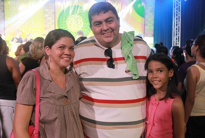 Leandro Ribeiro e Gláucia Brasil levaram a filha para curtir o evento (Foto: Katiúscia Monteiro/ Rede Amazônica)